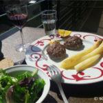 Boulettes de viande hachée de bœuf au four (Mpiftekia)