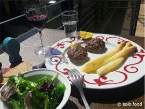 Savoureuses boulettes de boeuf (cuisine grecque)