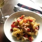 Salade de pâtes au thon, romarin, poivrons rouges