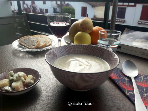 velouté de chou-fleur au roquefort et aux poires - solo foode