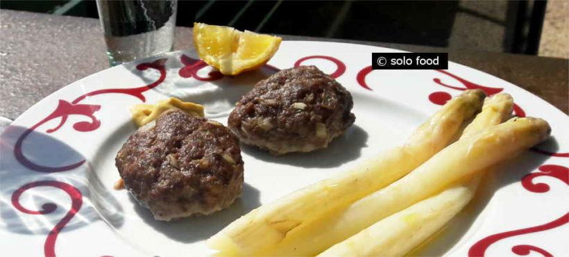 Boulettes de viande hachée de bœuf au four -Mpiftekia-