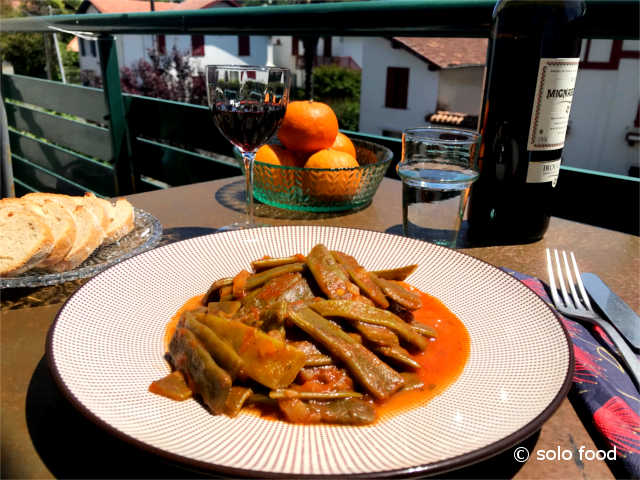 haricots plats à la sauce tomate (fassolakia) - solo food