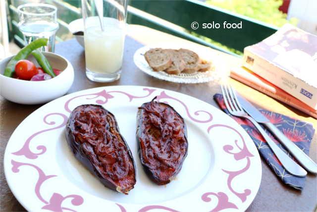Aubergines « Imam Bayildi » – solo food – le journal des recettes pour une personne