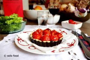 tarte aux tomates cerise et tapenade d'olives noires