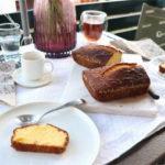 Cake au citron et au sésame blanc torréfié