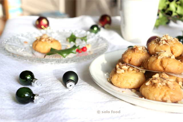 Gâteaux grecs de Noël au miel et aux épices - melomakarona